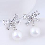 abordables -Femme Blanc Blanc Zircon Classique Boucles d'oreille goujon - Imitation de perle Nœud Doux, Mode, Elégant Or / Argent Pour Soirée Rendez-vous