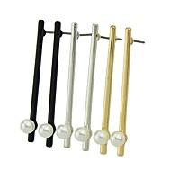 저렴한 -여성용 기하학적 인 스터드 귀걸이 펄 귀걸이 세련 단순한 보석류 골드 / 블랙 / 실버 제품 일상 1 쌍