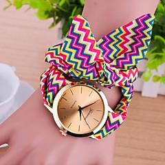 preiswerte Damenuhren-Damen Quartz Armband-Uhr Armbanduhren für den Alltag Stoff Band Charme Modisch Mehrfarbig