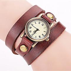 preiswerte Damenuhren-Damen Quartz Armbanduhr / Armband-Uhr Punk / Cool Leder Band Charme / Retro / Freizeit / Böhmische / Modisch / Armreif Schwarz / Weiß /