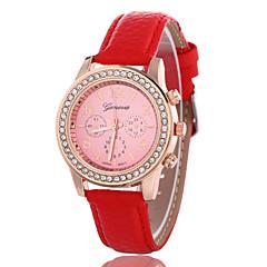 preiswerte Damenuhren-Damen Armbanduhr Schlussverkauf Rose Gold überzogen / Leder Band Freizeit / Modisch / Simulierte Diamant-Uhr Schwarz / Weiß / Rot