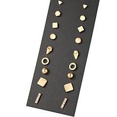 Damskie Kolczyki na sztyft Unikalny Geometryczny biżuteria kostiumowa Stop Biżuteria Na Impreza Codzienny Casual